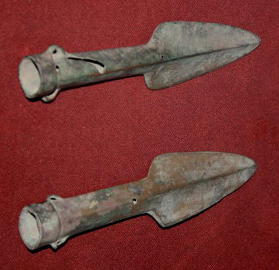 Bronze_spearheads,_Shang_Dynasty